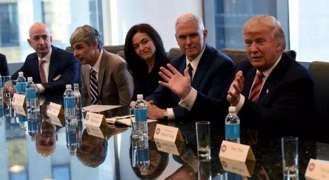 万亿美元市值,这五巨头谁先破?