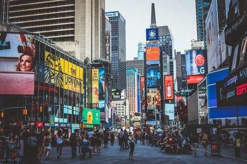 五一假期消费亮点频频:报复性消费的曙光乍现?