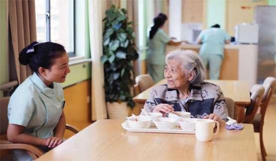 """多只个股涨停,人口数据引爆""""银发经济"""",中国人如何才能老有所养?"""